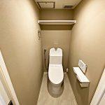 温水洗浄便座付きのトイレ(内装)