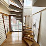 屋上に続く階段(内装)