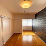 リビング隣7.5帖の洋室(寝室)