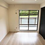 南側6帖の洋室(寝室)